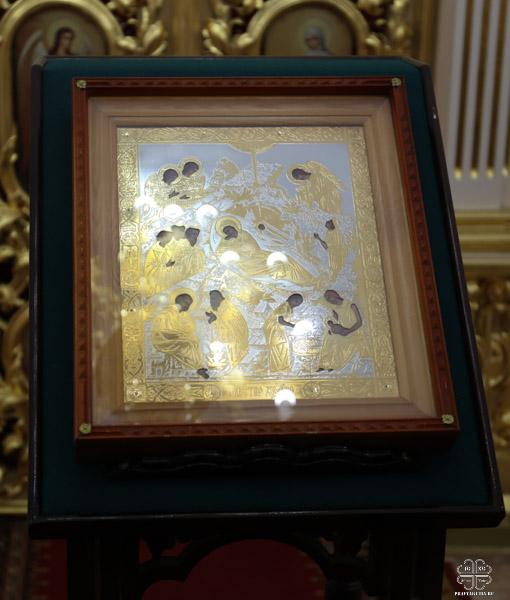 Архиерей поздравил насельниц Покровского женского монастыря с Рождеством